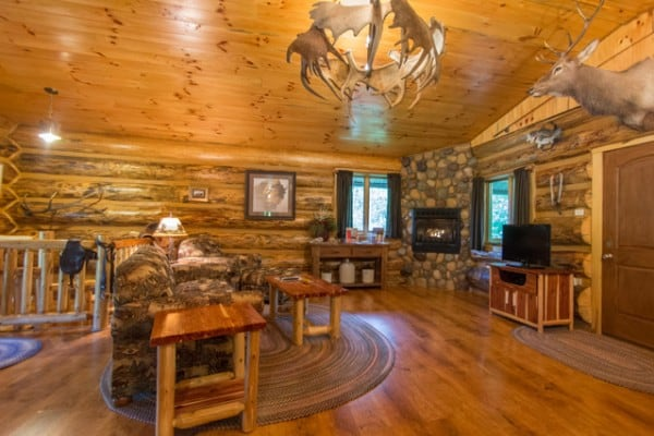 Book pappy 39 s log cabin nashville indiana all cabins for Cabin rentals vicino a nashville tn