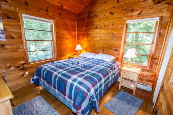 Minnie Me Cabin - Bedroom 1