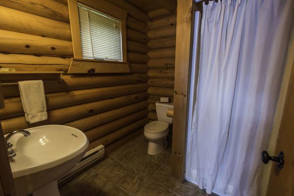 Stonegate Cabin Bathroom