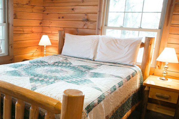 Book the evergreen cottage amish country ohio all cabins for Evergreen cottage