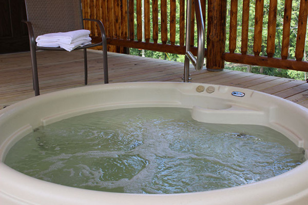 Water Lily Log Cabin - Hot Tub