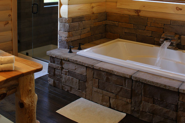Dogwood Log Cabin - Jacuzzi Tub and Full Bathroom