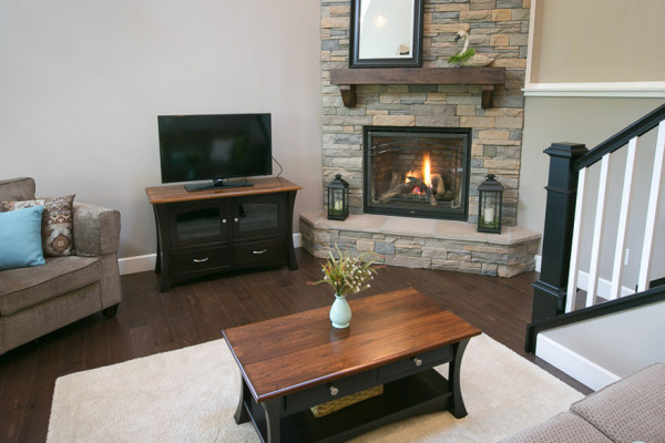 Briarwood Cabin - Living Room with Gas Fireplace