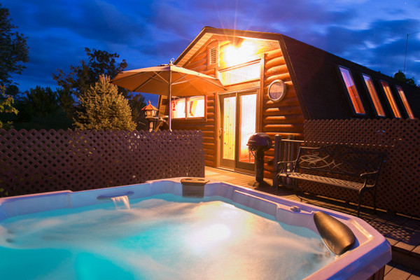 Twilight Cabin - Deck with Hot Tub