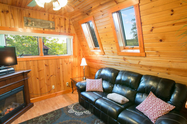 Twilight Cabin - Living Room + Gas Fireplace