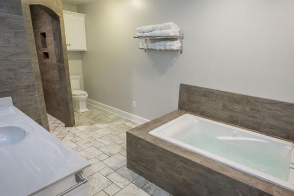 Hemlock Cabin - Bathroom