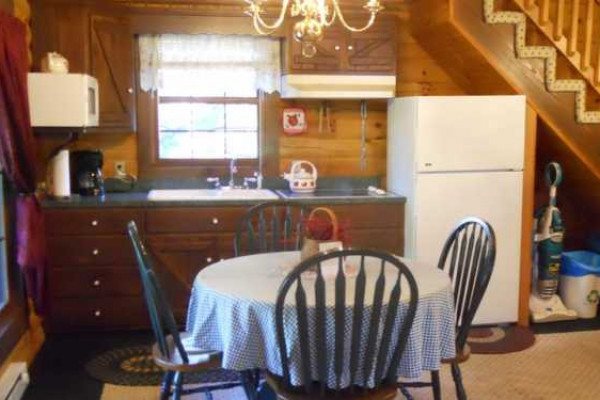 Apple Blossom Cabin - Kitchen