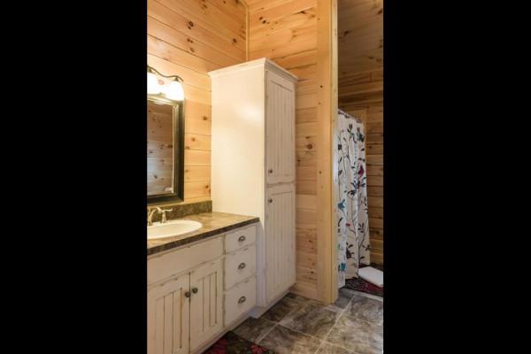Lazy Days Cabin Bathroom