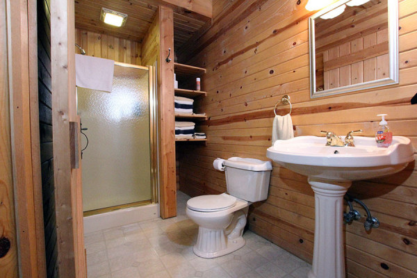Tulip Poplar Cabin Bathroom