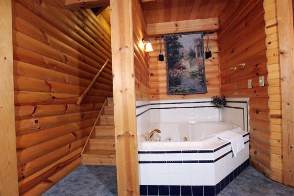 Tulip Poplar Cabin En Suite Bath
