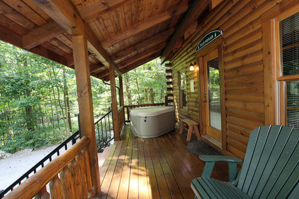 Tulip Poplar Cabin Porch with Hot Tub