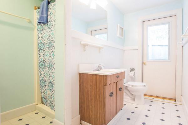 Top Sail Cottage Bathroom