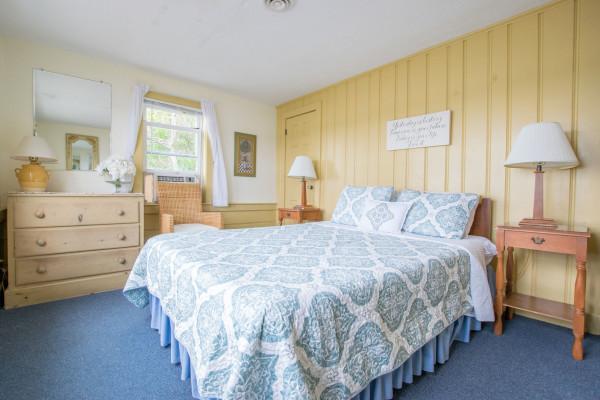 Top Sail Cottage Queen Bedroom