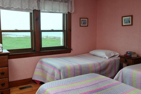 Chase Ave Cottage - Three Twin Bedroom