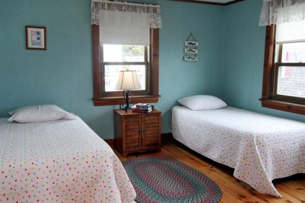 Chase Ave Cottage Two Twin Bedroom