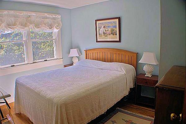 Carpe Diem Cottage Bedroom 1