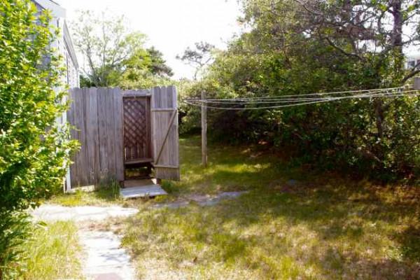 Carpe Diem Cottage Outdoor Shower