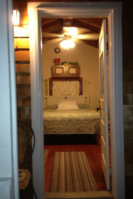 Cabin 3 Queen Bed
