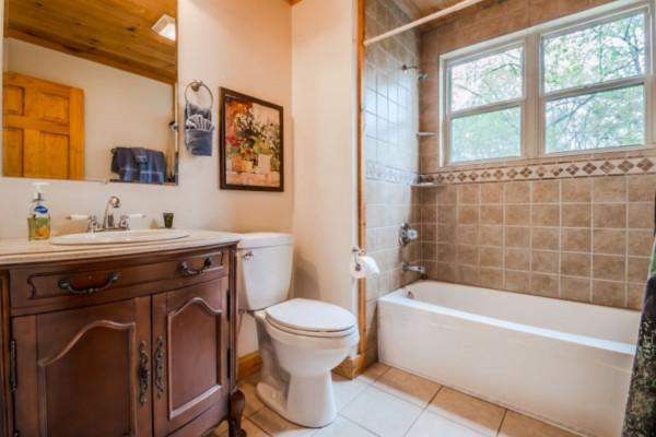 Elation Cabin - Bathroom 3
