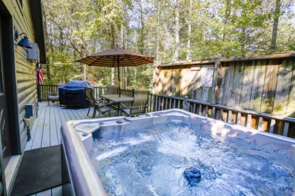 A Bear-able Cabin Hot Tub