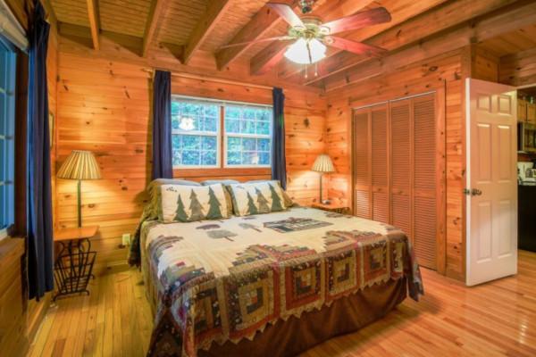 Bear's Den King Bedroom