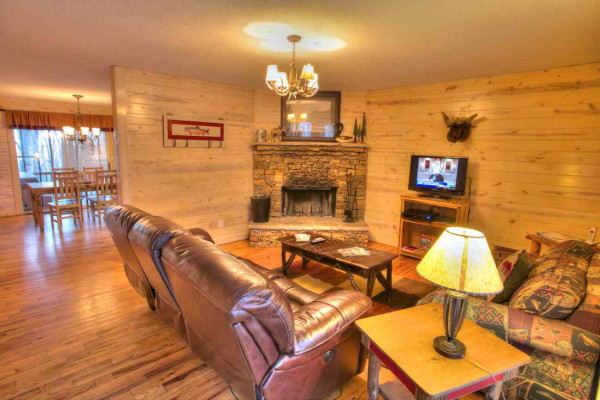 Moose Hollow - Living Room