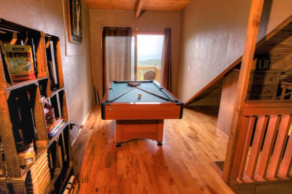 Chalet - Pool Table