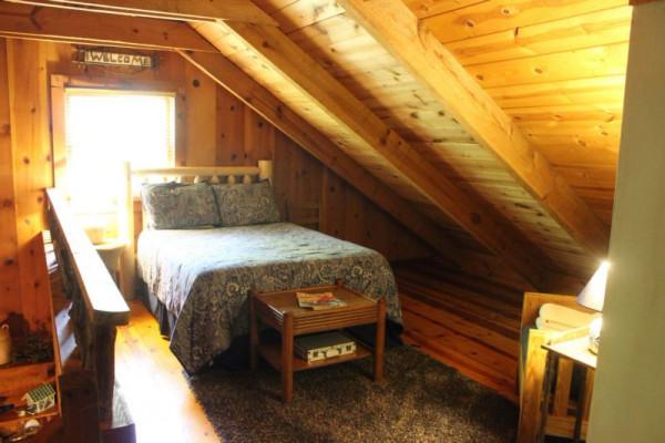 Mauldin Creek Cabin - Full bed in Loft