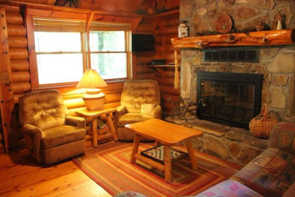Mauldin Creek Cabin - Living Room