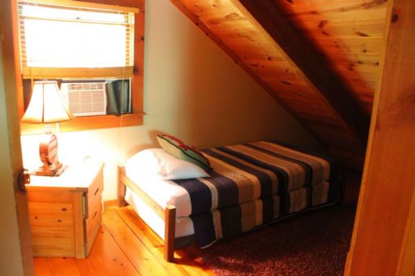 Mauldin Creek Cabin - Loft Single Bed