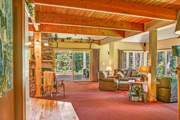 Cabin With Open Floor Plan: Book Round Top Ranch, Leavenworth, Washington