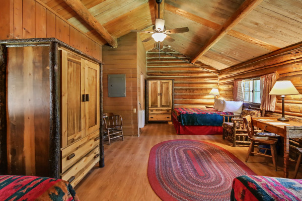 One Room Cabin - Two Double Beds & One Twin Bed with Bath