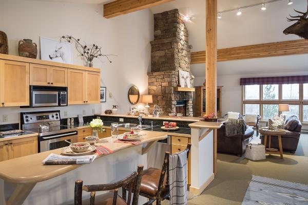 Kitchen - Moose Creek - Slopeside Luxury Cabin Teton Village