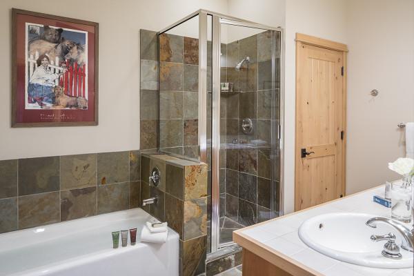 Master Bath - Moose Creek - Slopeside Luxury Cabin Teton Village