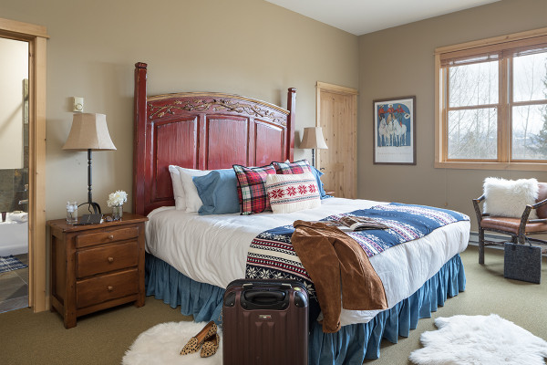 Master Bed- Moose Creek - Slopeside Luxury Cabin Teton Village