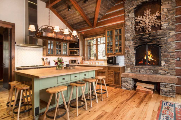 Eat-in-kitchen with fireplace