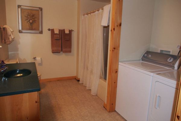 Bathroom & Washer/Dryer