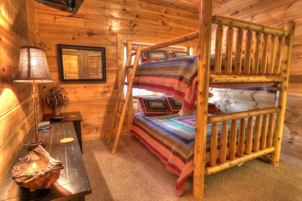 Bedroom w/bunk beds