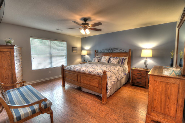 Master Bedroom w/King Bed