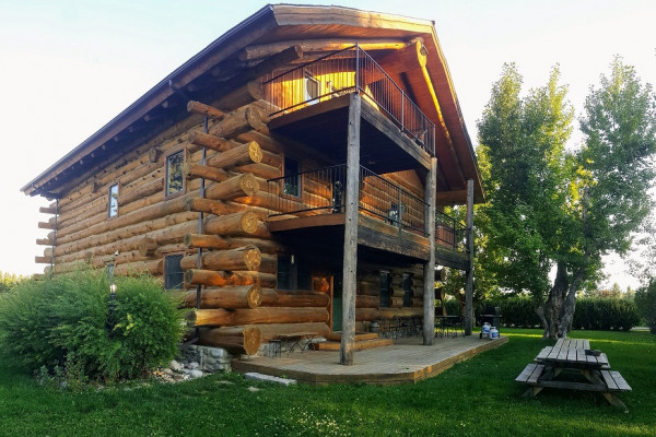 Book Lucky Dog Lodge, West Yellowstone, Montana - All Cabins