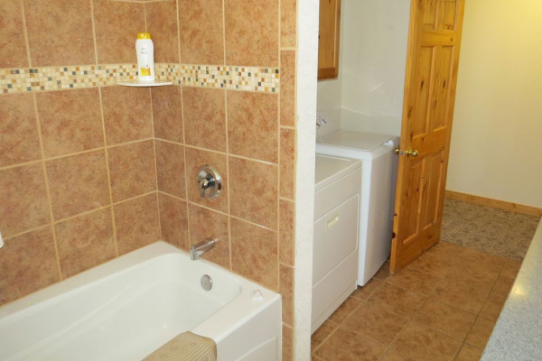 Tub/Shower & Utility Room