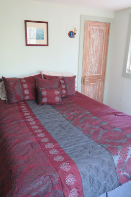 Queen Bed - Main House