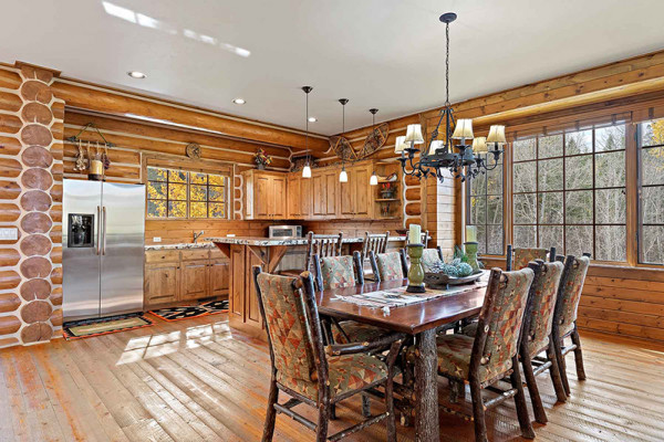 Teton Elk Cabin Dining Area