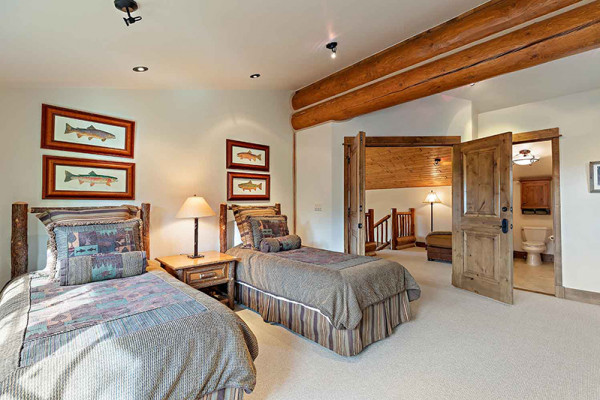 Teton Elk Cabin Bedroom - two twins