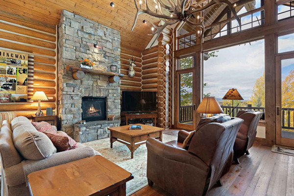 Teton Elk Cabin Living Area