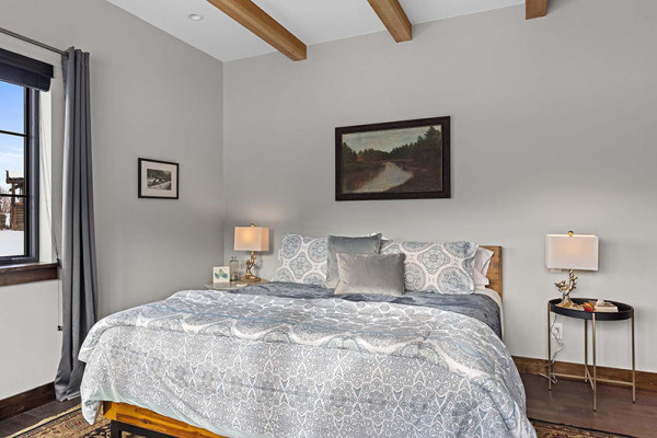 Huckleberry Cabin Bedroom