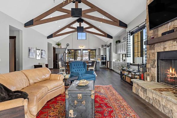 Huckleberry Cabin Living Room