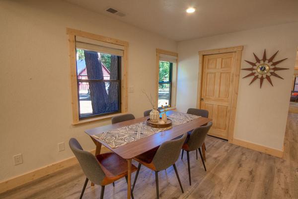 Oak Scape Dining Area