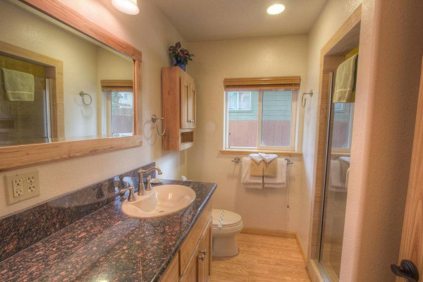 Meadow Lake Lodge Bathroom