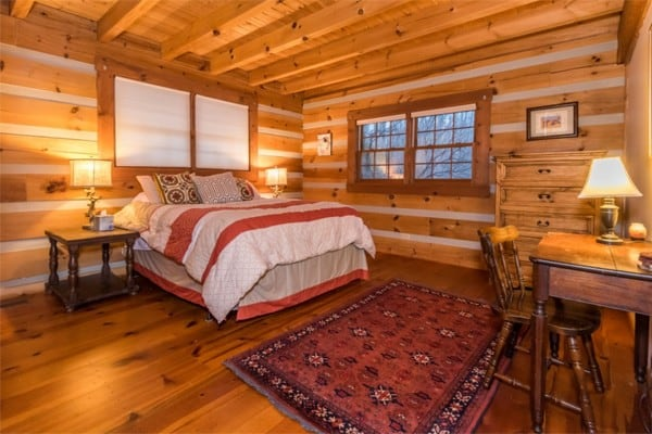 https://cdn.allcabins.com/images/cabins/154-oak-ridge-log-cabin-bedroom-with-queen-1501173091-md.jpg